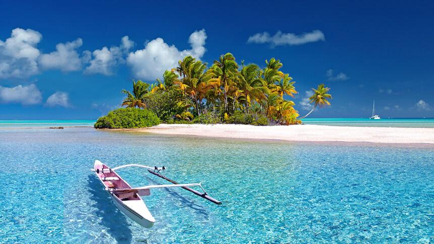 海に浮かぶビーチの画像
